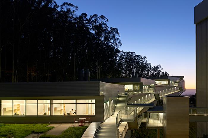 a1_sizing_education_0014_VinolyRoofNight-1180675011-O - -Credit Raphael Vinoly Architects