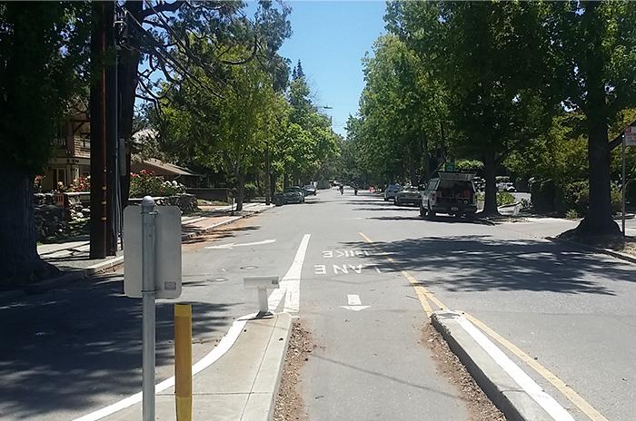 a1_sizing_transportation_alo Alto Bike Blvd--Roadway--Bike Intersection 1