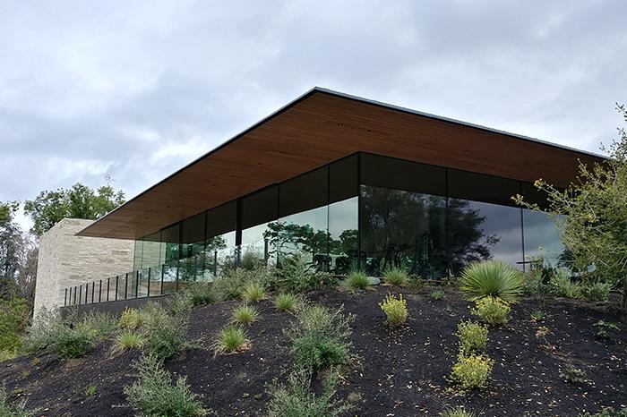 Workplace-Apple Frank Lloyd Wright building