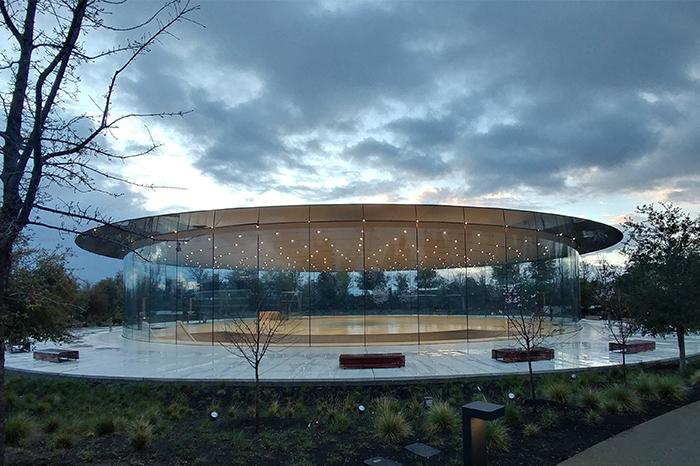 Workplace-Apple Glass Circle Building