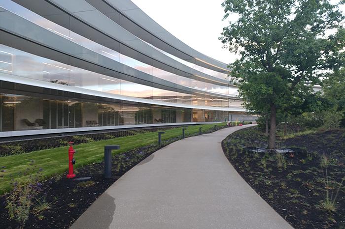 Workplace-Apple Office, Walkway