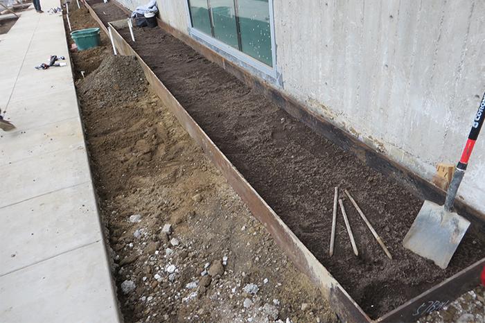 a1_sizing_Residential_lakeside_senior_hsng_construction garden