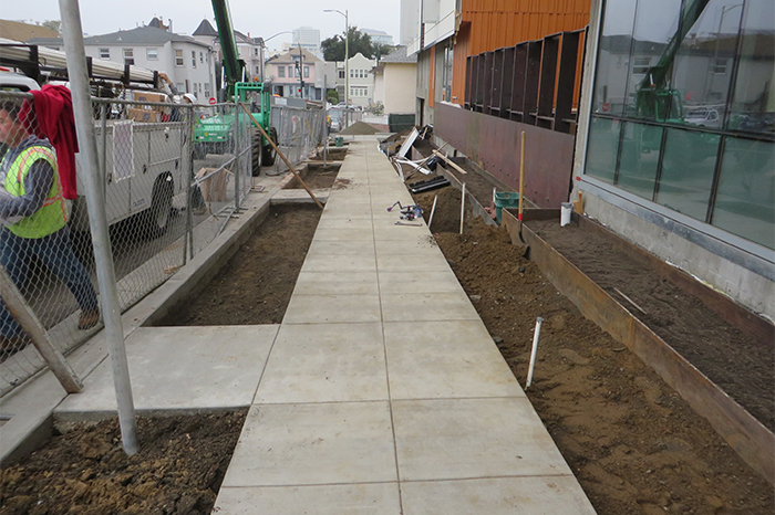 a1_sizing_Residential_lakeside_senior_hsng_walkway